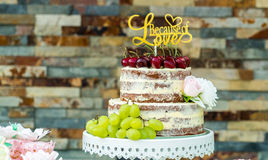 Naked wedding flower cherry grape cake, wall Stock Photos