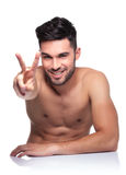Naked young man making the victory sign Royalty Free Stock Photography