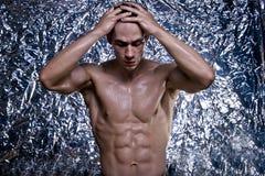 Naken idrottsman nen med den starka kroppen Arkivbilder