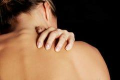 Nakenstudie topless kvinna som skrapar hennes hals. Royaltyfria Bilder