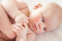 Naket behandla som ett barn, behandla som ett barn hudomsorg Royaltyfri Fotografi