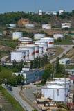 Nakhodka, Extremo Oriente de Rússia - 30 de maio de 2014: Central de petróleo de Rosneft no porto do dia de verão ensolarado de N Fotos de Stock Royalty Free