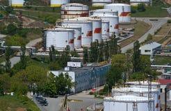 Nakhodka, Extremo Oriente de Rússia - 30 de maio de 2014: Central de petróleo de Rosneft no porto do dia de verão ensolarado de N Imagem de Stock Royalty Free