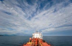 Nakhodka Rosja, Lipiec - 18, 2016: Aft część tankowiec Ostrov Russkiy jaskrawy słoneczny dzień Obrazy Stock
