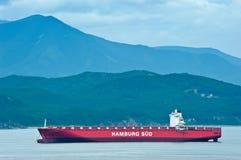 Nakhodka Rosja, Lipiec - 02, 2016: Pusta zbiornika statku Santa Rosa pozycja na drogach przy kotwicą Obraz Royalty Free