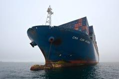 Nakhodka Rosja, Lipiec - 22, 2015: Zbiornika statku CMA CGM Gidra pozycja na drogach przy kotwicą Fotografia Stock