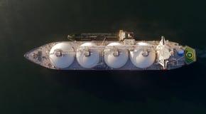 Nakhodka Ryssland - Juli 28, 2017: TankfartygRN-polstjärnan är förlovad, i att bunkra LNG-tankfartyg energiframsteg, ankras i väg royaltyfri fotografi
