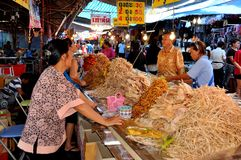 Nakhon, Pathom, Tailândia: Vendedor de alimento da mulher Fotografia de Stock