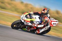 NAKHON PATHOM, TAILÂNDIA 17 DE DEZEMBRO: Motocicleta que compete com imagens de stock