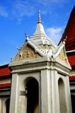 Nakhon, Pathom, Tailandia: Campanario en el templo tailandés fotos de archivo