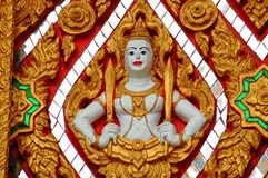 Nakhon, Pathom, Thailand: Boedha met Zwaarden royalty-vrije stock afbeeldingen