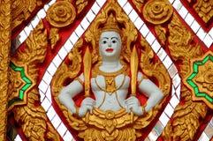 Nakhon Pathom, Thailand: Buddha med svärd Royaltyfria Bilder
