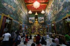Nakhon Pathom, Thailand - Januar 2,2018: Wat Raikhing Temple Viele Leute machen einen Verdienst lizenzfreies stockfoto