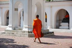 Nakhon Pathom, Thailand: Monk at Wat Phra Pathom Chedi Stock Image