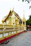Nakhon Phanom, Таиланд - 13-ое мая 2017: Посещая Wat Phra которое p Стоковое фото RF