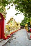 Nakhon Phanom, Таиланд - 13-ое мая 2017: Посещая Wat Phra которое p Стоковая Фотография
