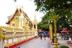 Nakhon Phanom, Tailândia - 13 de maio de 2017: Wat Phra de visita que p imagem de stock royalty free