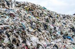 NAKHON PHANOM, THAÏLANDE - 25 JUIN : Élimination des déchets municipale par o Image libre de droits