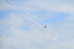 NAKHON RATCHASIMA 27 DE NOVIEMBRE: La exhibición de las acrobacias aéreas compartidas Imagen de archivo