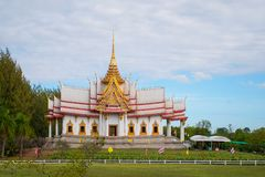 Nakhon Ratchasima, Tailandia - 16 de noviembre de 2018: Favor Mahawihan Somdet Phra Buddhacharn del lan de Wat en Nakhon Ratchasi imagenes de archivo