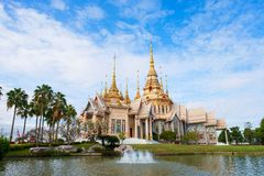 Nakhon Ratchasima, Thaïlande - 16 novembre 2018 : Avantage de LAN de Wat Mahawihan Somdet Phra Buddhacharn chez Nakhon Ratchasima photo stock