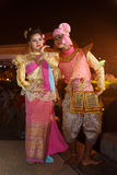 NAKHON RATCHASIMA THAILAND - JULI 11: En grupp av thailändska dansare p Arkivbild