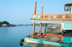 NAKHON SI THAMMARAT, THAÏLANDE - AVRIL 23,2016 : Bateaux de pêche Image libre de droits