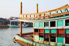 NAKHON SI THAMMARAT, THAÏLANDE - AVRIL 23,2016 : Bateaux de pêche Photo libre de droits