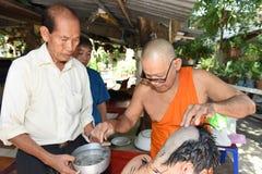 Nakhonnayok-Таиланд, 3-ье июля: Побритая предопределянная буддийская церемония стоковая фотография rf