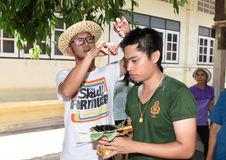 Nakhonnayok-Tailândia, o 3 de julho: Cerimônia budista ordenada barbeada Fotos de Stock
