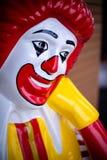 Nakhonpathom/Thailand - Juli 27, 2018: Ronald McDonald en clownteckenmaskot av Mcdonalden royaltyfri bild