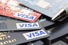 Nakhonratchasima, ΤΑΪΛΑΝΔΗ - 1 Αυγούστου 2015: ΘΕΩΡΗΣΗ β πιστωτικών καρτών Στοκ Εικόνα