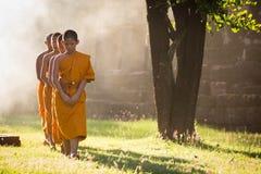 Nakhonratchasima TAJLANDIA, Wrzesień, - 19, 2015: Mnich buddyjski Zdjęcia Royalty Free