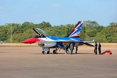 Nakhonratchasima, THAILAND am 27. November 2015: F16 Gripen und Au Lizenzfreie Stockfotografie