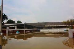 NAKHONSAWAN - 10月13日:在区域住的人们,有一次高洪水 免版税库存图片