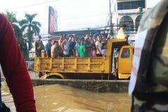 NAKHONSAWAN - 10月13日:在区域住的人们,有一次高洪水 图库摄影