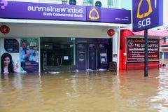 NAKHONSAWAN - 10月13日:在区域住的人们,有一次高洪水 免版税库存照片