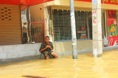NAKHONSAWAN - OCTOBER 13: People who live in the area, has a high flood stock photography