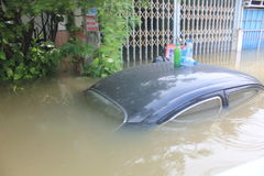 NAKHONSAWAN - 13 OKTOBER: De mensen die in het gebied leven, hebben een hoge vloed Stock Afbeelding