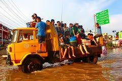 NAKHONSAWAN - 13 OKTOBER: De mensen die in het gebied leven, hebben een hoge vloed Stock Afbeeldingen