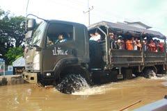 NAKHONSAWAN - 13 OKTOBER: De mensen die in het gebied leven, hebben een hoge vloed Royalty-vrije Stock Afbeelding