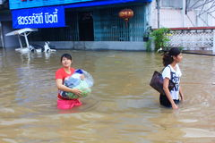 NAKHONSAWAN - 13 OKTOBER: De mensen die in het gebied leven, hebben een hoge vloed Royalty-vrije Stock Foto's
