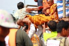 NAKHONSAWAN - 13 OKTOBER: De mensen die in het gebied leven, hebben een hoge vloed Stock Foto