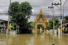 NAKHONSAWAN - 15 OTTOBRE: La gente che vive nell'area, ha un'alta inondazione Fotografie Stock