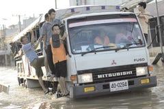 NAKHONSAWAN - 13 OTTOBRE: La gente che vive nell'area, ha un'alta inondazione Immagini Stock Libere da Diritti