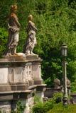 Nakna kvinnliga statyer på det Peles slottet Royaltyfria Bilder