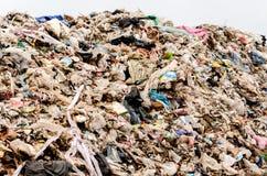 NAKONPANOM, ТАИЛАНД - 22-ОЕ АПРЕЛЯ: Избавление муниципальных отходов Стоковые Изображения RF
