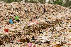 NAKONPANOM, THAÏLANDE - 22 AVRIL : Élimination des déchets municipale Image stock