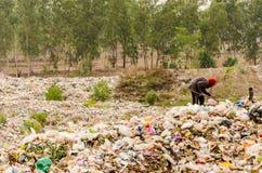 NAKONPANOM, THAÏLANDE - 22 AVRIL : Élimination des déchets municipale Images stock