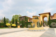 NAKORN RATCHASIMA THAILAND -2014 AM 25. FEBRUAR: Primo Piazza Khao Yai, italienisches Artgebäude des Tuscana-Dorfs Lizenzfreies Stockbild